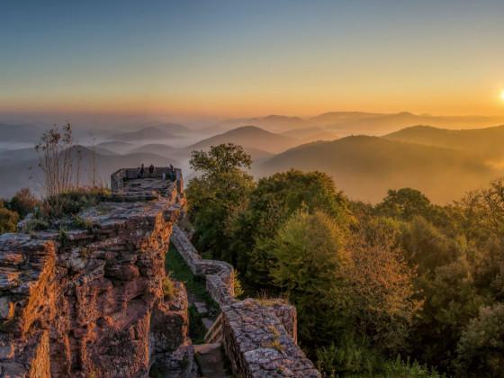 Sonnenaufgang auf der Wegelnburg